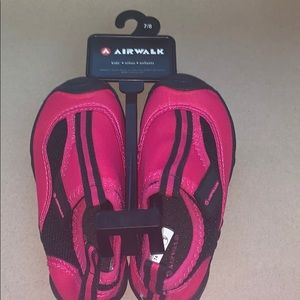 NWT water shoes